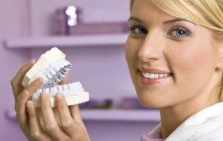 As 4 Perguntas Mais Comuns Sobre Cuidados com Implantes Dentários